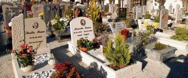 Cimitero Padova: 1400 lapidi abusive